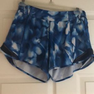 "Lululemon hotty hot 4"" shorts w/side zipper"